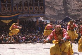 Dance of the Heroes (dPa' 'cham), laymen, Paro Tshechu (tshe bcu), 5th day