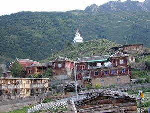 Tibetan houses in Pelyul City.