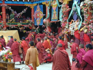 Monks and nuns exiting the inner courtyard of the Assembly Hall ['du khang] after the morning teachings. (Larung Gar, China)