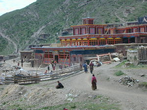 People entering the Assembly Hall of the Lay Religious Center at Larung Gar [bla rung gar].