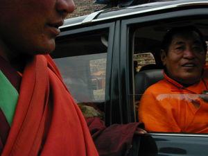 Khenpo Jikme Phutsok [mkhan po 'jigs med phun tshogs], the founder of the Larung Gar [bla rung gar] religious community, arriving in his car. (Larung Gar, China)