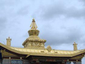 Roof pagoda at Monatery in Dora Gamo. (Lhagang, China)