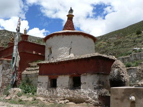 View of the stupa (<em>mchod rten</em>).