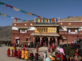 The annual New Moon offering ceremony (<em>gnam gang mchod pa</em>) in front of Lo Monastery.