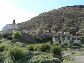 View of Neuzur Monastery and stupas (<em>mchod rten</em>).