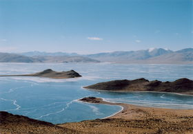 The saddle-shaped island of Dotaga (do rta sga) in jewel-like Darok Tso (da rog mtsho). The big and small headlands of Lemar Jang (sle dmar byang) are in the foreground. (Dotaga (Sharchok), China)