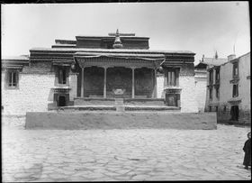 Dalai Lama's dais in Sungchöra on south side of Jokhang temple in Barkor. Copyright Pitt Rivers Museum, University of Oxford 1998.285.82.1