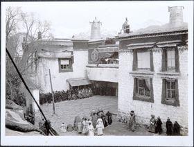 Main entrance of Jokhang during Monlam Torgya. Copyright Pitt Rivers Museum, University of Oxford 1999.23.1.21.3