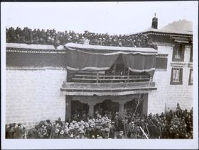 Crowd entering Jokhang through southern entrance. Copyright Pitt Rivers Museum, University of Oxford 1999.23.1.21.4