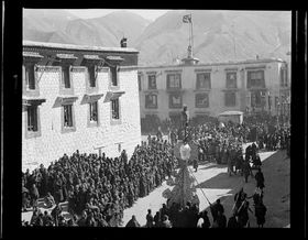 Procession taking the Torma from the Jokhang during Mönlam Torgyak. Copyright Pitt Rivers Museum, University of Oxford 2001.59.1.58.1