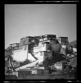 Potala from southeast with Zhöl wall. Copyright Pitt Rivers Museum, University of Oxford 2001.59.8.35.1