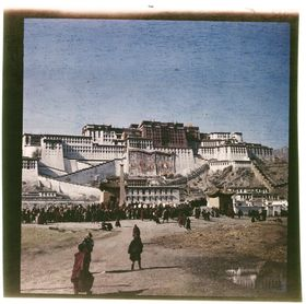 South face of Potala with appliqué festival tangkas, Sertreng Ceremony. Copyright Pitt Rivers Museum, University of Oxford 2001.59.8.94.1