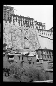 Potala with festival tangkas seen from Zhöl village, Sertreng Ceremony. Copyright Pitt Rivers Museum, University of Oxford 2001.59.9.31.1